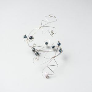 CWH21_Silver plated bracelet with blue freshwater pearls (2)